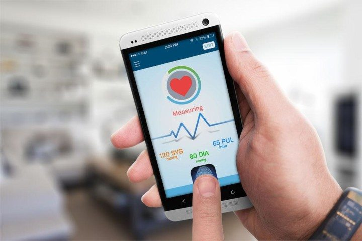 Una aplicación para celular que mide la presión arterial.
